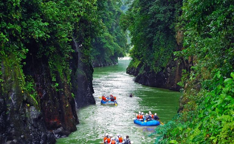Sur les eaux déchaînées du Rio Pacuare…