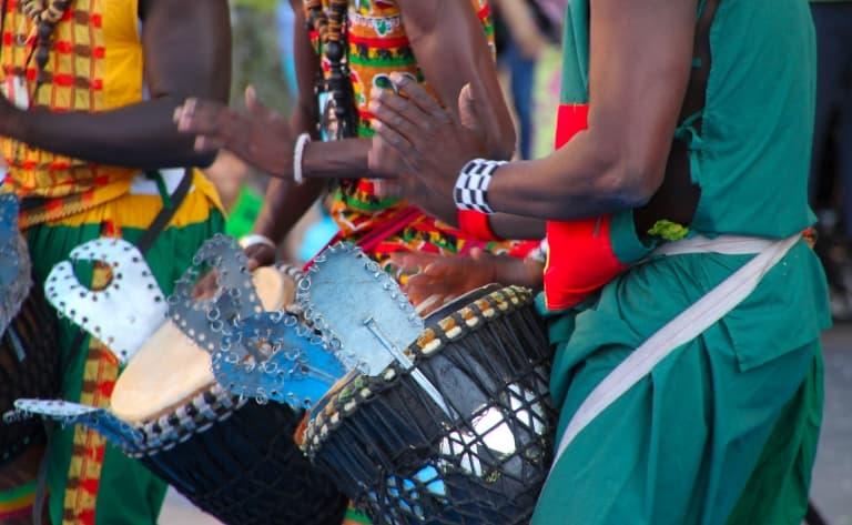 Dîner et spectacle de danse et de musique traditionnelle
