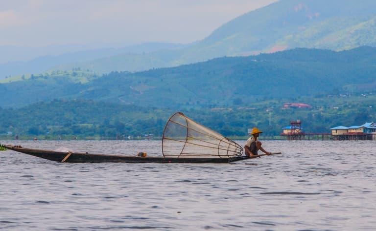 Naviguer sur le lac Inle